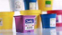 Bluhm fertigt jährlich mehrere Milliarden Etiketten: von Blankoetiketten, über Farbetiketten bis hin zu Spezialetiketten.