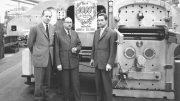 Die erste BOBST Flachbettstanze SP 1080 Autoplaten entsteht 1950.