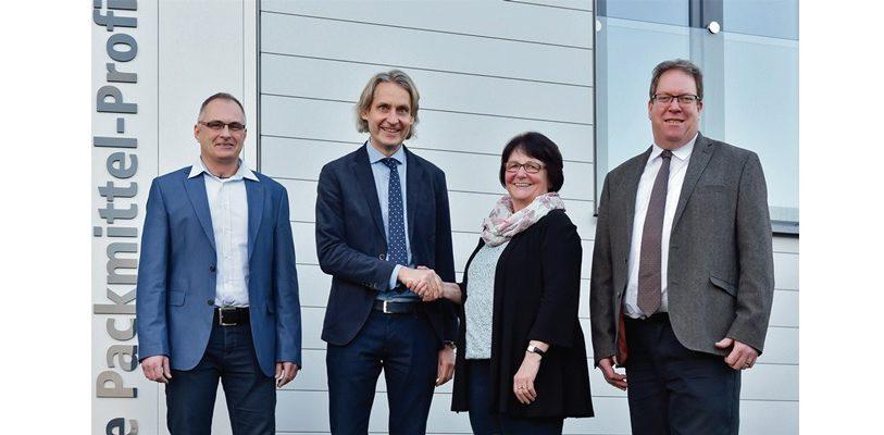 V.l. Markus Wilkes, Engelbert Schulte, Jutta Günther und Klaus Gisselmann Freuen sich über die Übernahme. (Bild: ©Schulte Verpackungs-Systeme)