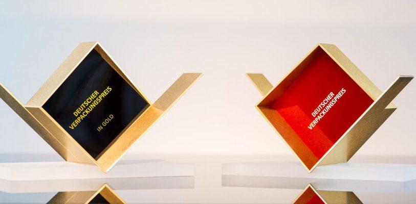 Die verliehene Trophäe wurde dem Logo des Wettbewerbs nachgebildet, das einen Würfel darstellt, der von einer V-förmigen (Verpackungs-) Hülle umgeben ist.