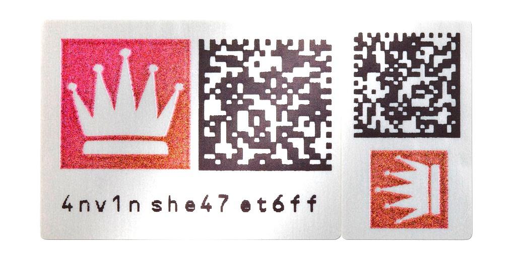 Schreiner ProSecure liefert die Label für die Kennzeichnungslösung paarweise aus: das linke für die Rückseite der Gold- und Silberbarren, das rechte für die jeweilige Verpackung.