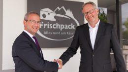 Frischpack-Geschäftsführer Marian Heinz (links) und Manfred Heimes freuen sich auf gute Zusammenarbeit. Bild: Frischpack GmbH.