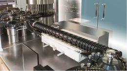 Bild: Bosch Packaging Die AIM 3000 bietet die Möglichkeit, die visuelle Inspektion als Dichtigkeitsprüfung mittels Hochspannung für Ampullen und Vials auf einer Plattform durchzuführen. Bild: Bosch Packaging TechnologyTechnology