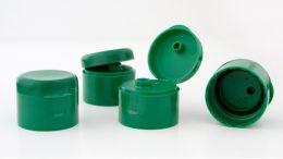 Die Recyclat-Initiative hat Verschlüsse für FROSCH-Produkte mit 100 Prozent Polypropylen (PP) aus dem Gelben Sack entwickelt. (Bild: Werner & Mertz)