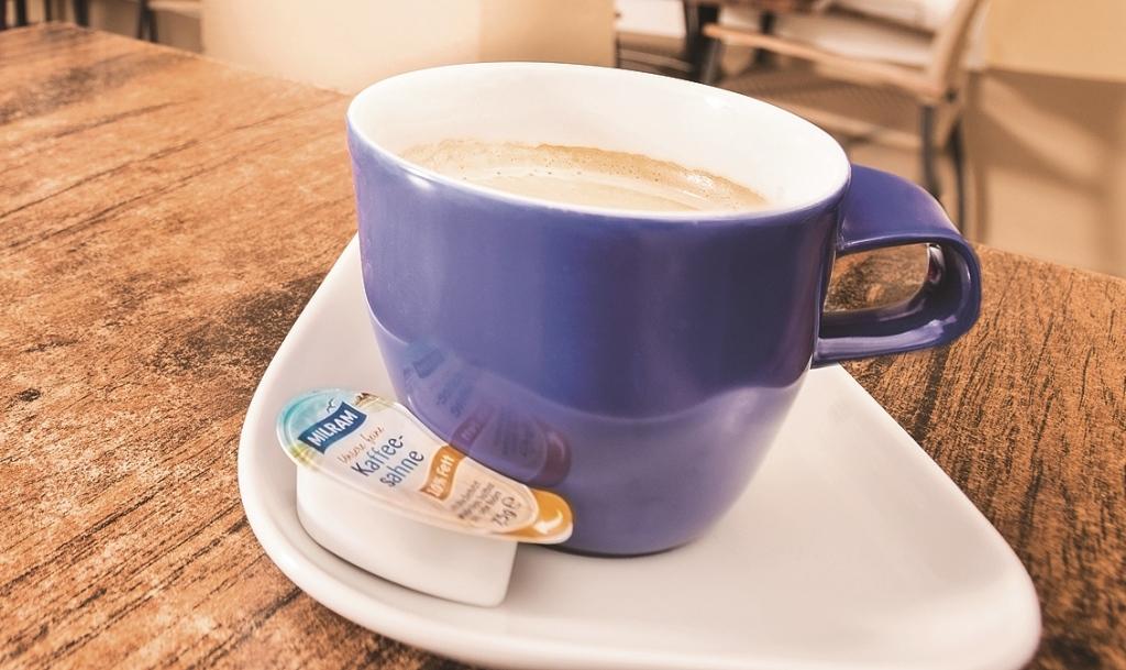 DMK Tassenschmieger mit Kaffeetasse