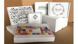 Individualisierte Pakete mit Markenbotschaften. So lässt sich eine gute Kundenbindung erreichen.