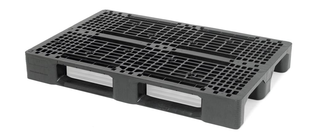 Die Palette SF800PES (800 x 1.200 mm, mit drei Kufen) wurde für Bericap individuell angepasst.