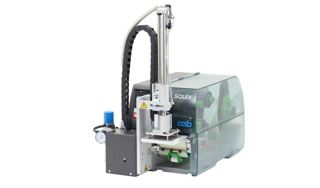 SQUIX-Drucker mit angebautem Modul für die Etikettenübergabe.