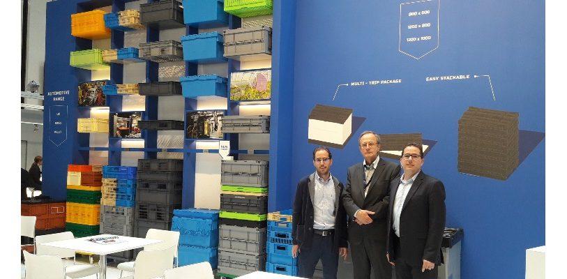 Jan Vandewiele, CEO, und seine beiden Söhne, Gregory (links), Plant-Manager Smart-Flow und Mikael (rechts), Plant-Manager Gamma-Wopla.