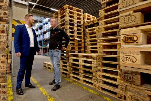 """Moritz Ziegler von """"tegut..."""" (r.) und Klaus Dörr von """"PAKi Pooling Partners"""""""