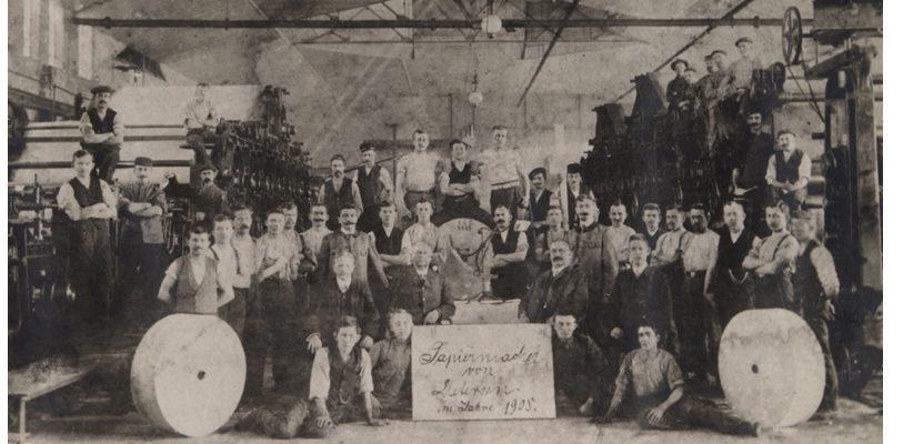 Die Papiermacher von Uetersen im Jahr 1908.