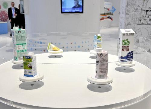 """Diese Getränkeverpackungen zeigte die """"Tetra Pak Dairy & Beverage Systems AB"""" in Halle A6."""