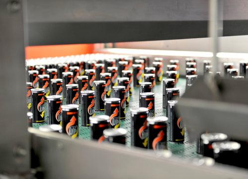 Bei FMT in Halle B4 wurde ein Transportsystem für Getränkedosen gezeigt.