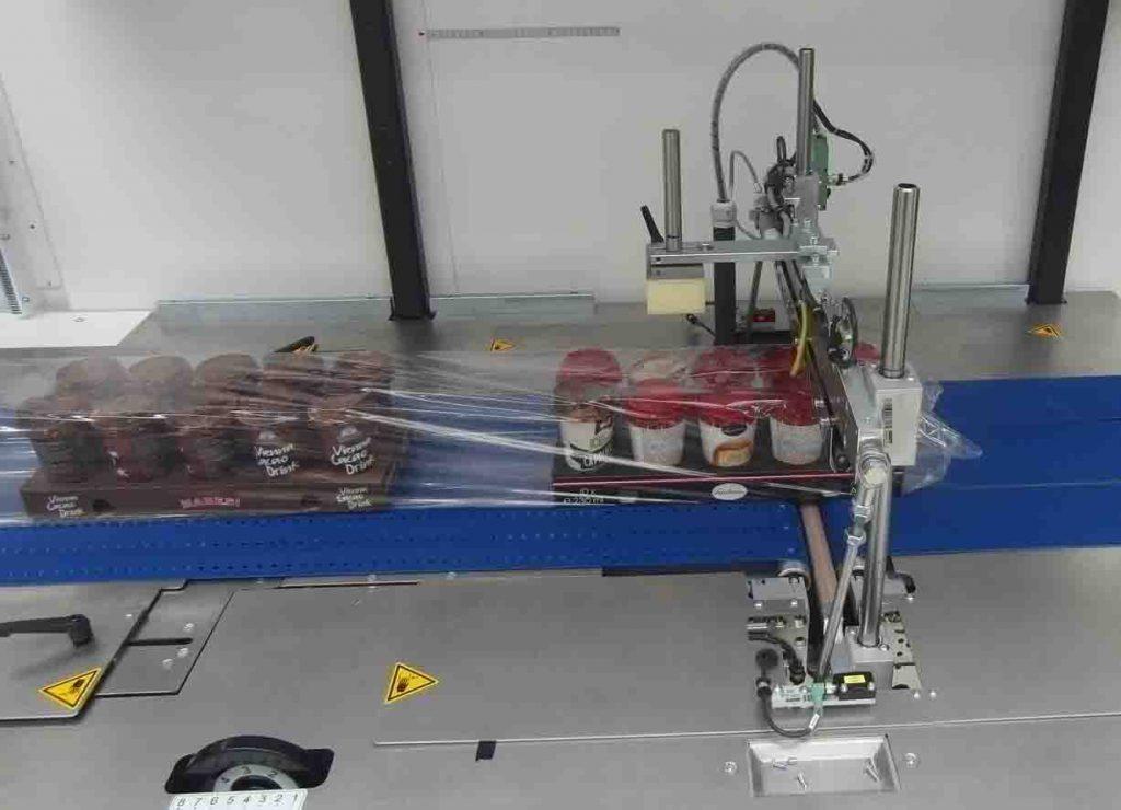 Die Maschinen sind mit Trennschweißung seitlich oder unten, Überlappung oben oder unten, mit oder ohne Sieglung ausgestattet (hier mit Längsschweißung).