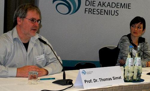 Romy Fengler (r.) vom Fraunhofer-Institut für Verfahrenstechnik und Verpackung (IVV)
