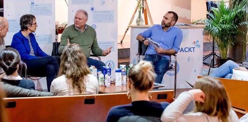 """In lockerer Atmosphäre unterhielten sich junge Blogger und """"Influencer"""" über nachhaltige Verpackungen. Bild: MIKA-Fotografie, Berlin"""