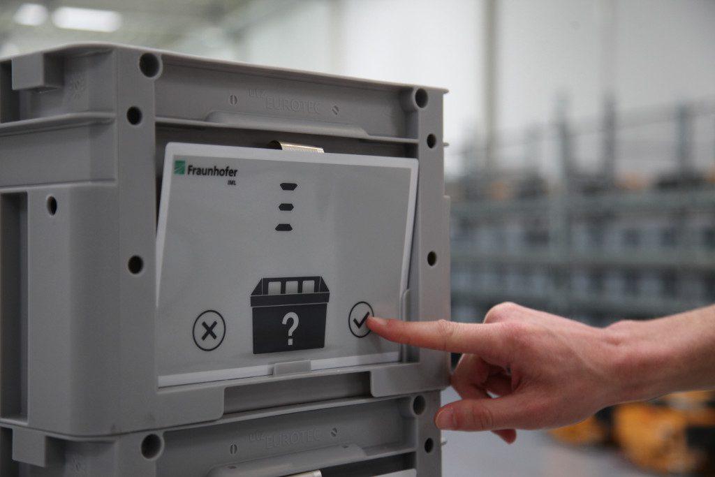 """Elektronische Pick-Karte """"P-INK"""" von Fraunhofer IML"""