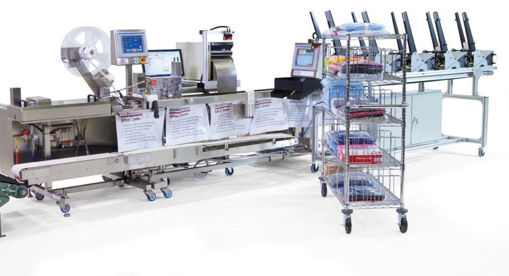 Das Auto-Fulfillmentsystem SPrint lässt sich auch mit einem Collator kombinieren. Hier erfolgt die Zuführung von Merkblättern, Katalogen usw.