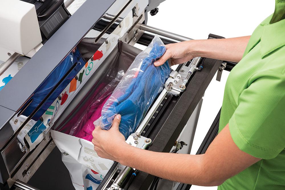 Mit Beutelformaten von bis zu 550 mm Breite lassen sich auf der Autobag 850S selbst größere Versandgüter problemlos verpacken.