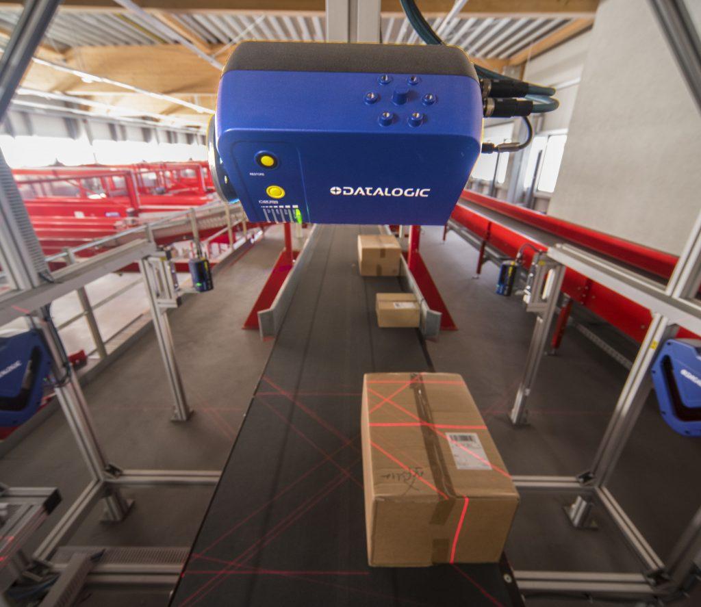 Die Paketsortierer auf den Vor- und Hauptsorterstrecken verfügen über Fünfseitenlaserscannung.
