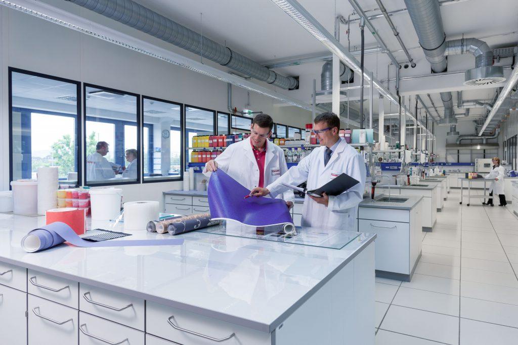 Kundenindividuelle Produkt- und Systemlösungen entwickelt Follmann im eigenen Forschungszentrum.