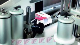 Packhandling-System MV-70-F von Laetus mit Öffnungsschutzetiketten