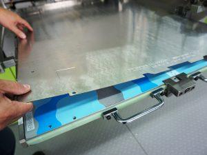 Arbeiten mit dem digitalen Zonenausgleich DZL|foil während einer Wellpappe-Schulung.