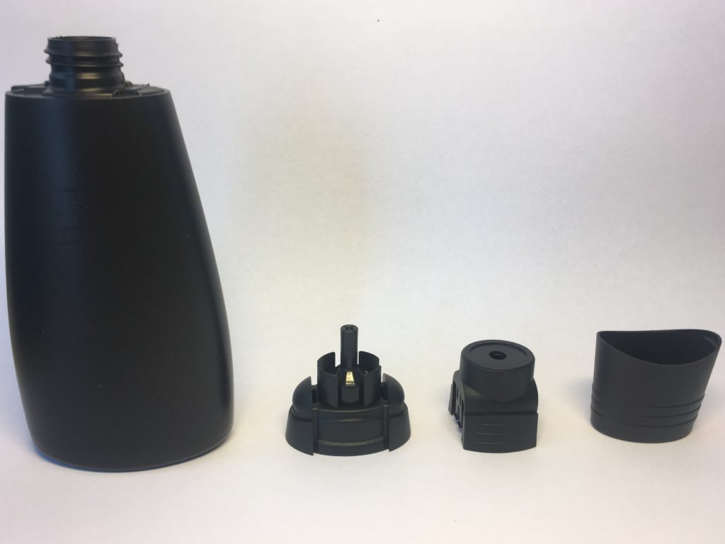 Sowohl die Flasche des Pattex Made-at-Home Allesklebers als auch die verstellbare Auftragsdüse für filigrane und breitflächige Verklebungen werden zu 100 Prozent aus recyceltem Material hergestellt.
