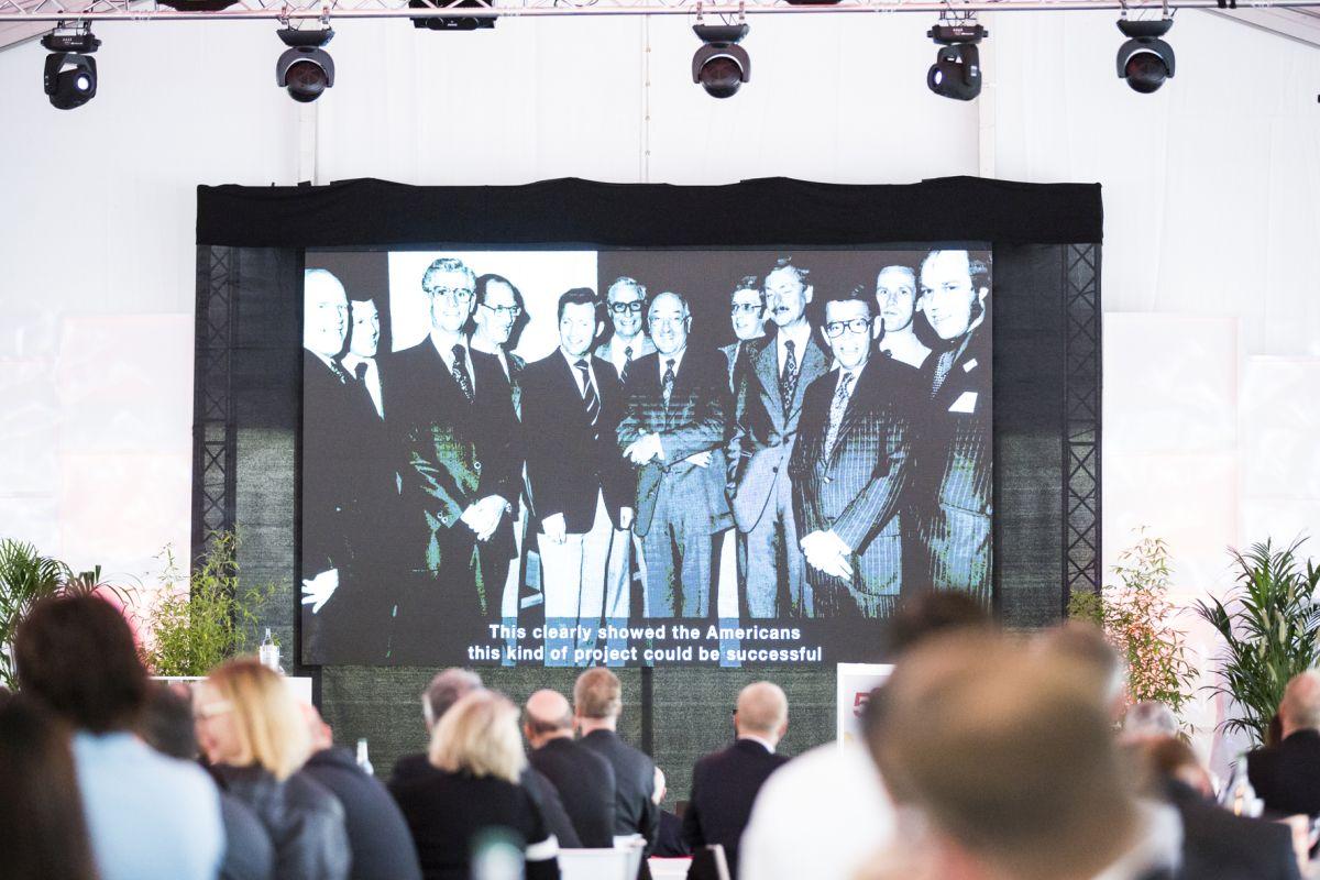 Ausführlich wurde in die Unternehmensgeschichte geblickt. (Bild: Bluhm Systeme GmbH)