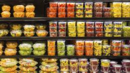 Aktuell noch die Regel: frisches Obst im Selbstbedienungsregal. (Bild: littleny/iStock))