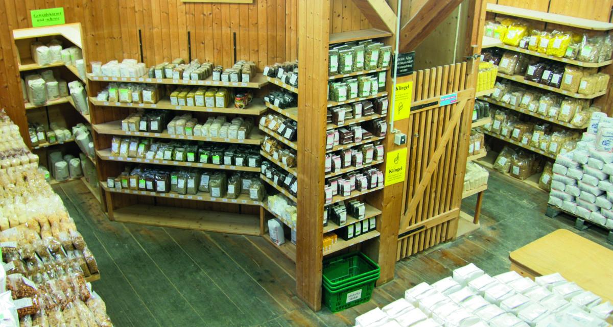Diverse Supermärkte, weitere Mühlen und Großbäckereien sowie der kleine Mühlen-Hofladen gehören zum breit aufgestellten Kundenkreis. (Bild: Multipond)