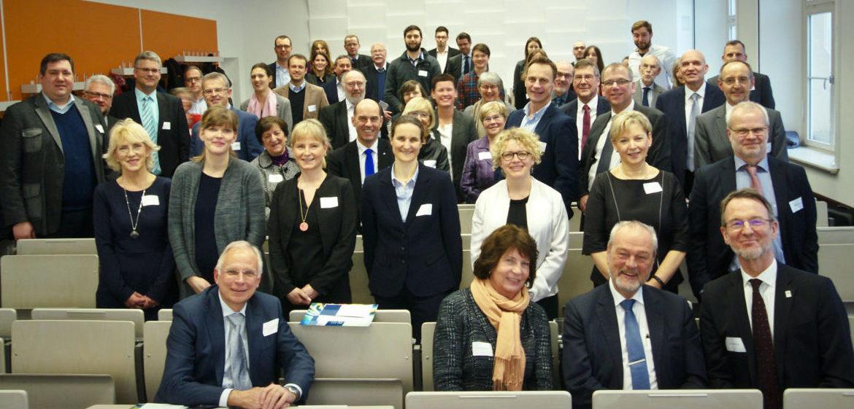 Zahlreiche Normungsexperten nahmen an der Festveranstaltung zum 70-jährigen Bestehen des DIN teil. (Bild: HTWK Leipzig)