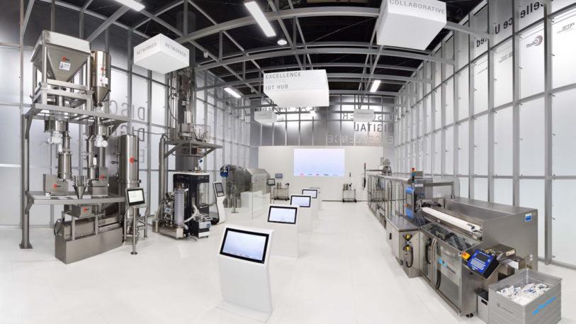 Anhand einer Produktionslinie wurden im Cube auf der ACHEMA die Einsatzmöglichkeiten des von den Excellence-United-Partnern gemeinsam entwickelten IoT-Hub demonstriert. Dabei handelt es sich um eine offene und modulare Plattform für Softwareentwicklung und Systemintegration.