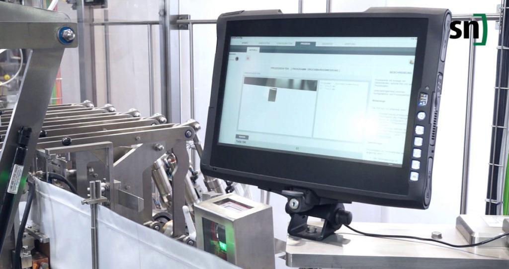 Druckmarkenvermessung in der neuen FMH 80 – mit zusätzlichem Edelstahlgehäuse und Visualisierung. (Bild: Leuze)