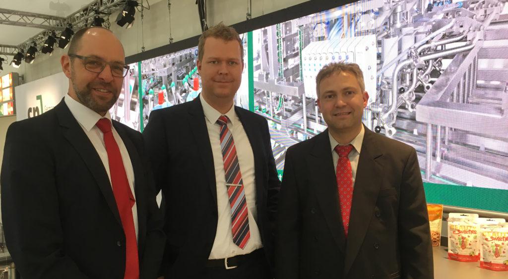 Michael Fahr (Leuze electronic), Jan Kronenberg und Thomas Berger (SN Maschinenbau) zeigen sich zufrieden mit dem Ergebnis (v.l.n.r.). (Bild: Leuze)