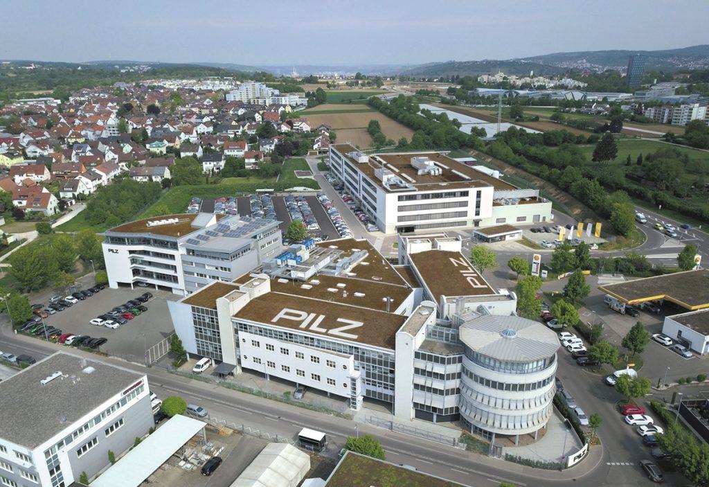 """1991 zog Pilz in die """"Schwarze Breite"""" nach Ostfildern-Nellingen, 2008 wurde erweitert und schließlich 2015 der heutige Pilz-Campus eingeweiht. (Bild: Pilz GmbH & Co. KG)"""