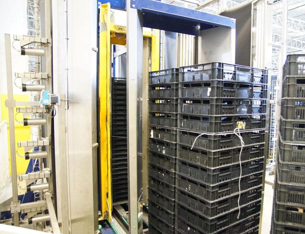 Indspect lieferte für die Erkennung ein System aus insgesamt 28 Hochleistungs-CMOS-Kameras. (im Bild 14 Kameras im Querlauf der Rollwagen plus 14 Kameras bei der Längsfahrt. (Bild: broesele)