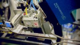 Klebstiffapplikator 3NCR und Inspektionssystem ClearVision von Valco Melton