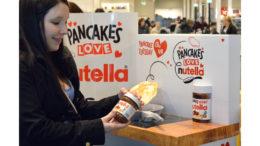 Nutella-Werbedisplay zum Pfannkuchentag (Bild: STI Group)