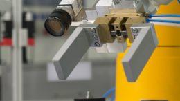 Zweibacken-Greifer mit integrierter Sensorik (Bild: Fraunhofer IGCV)