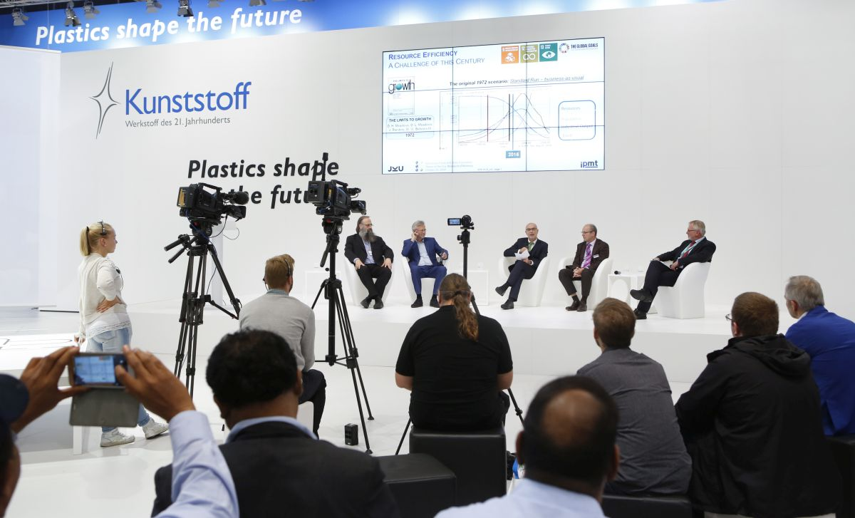 "Sonderschau ""Plastic shapes the future"""