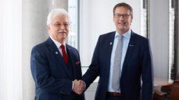 Siegfried Drost (li.) übergibt die Geschäftsführung Vertrieb an seinen Nachfolger Michael Mrachacz
