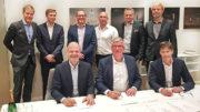Unterzeichnung des Vertrags zur Akquisition der All-Print Holding A.B. durch Koenig & Bauer Coding. (Bild: Koenig & Bauer Coding)
