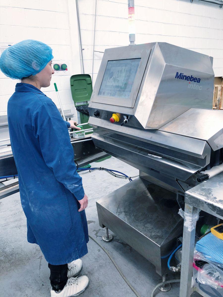 Einfache Bedienung des Röntgeninspektionssystems Dylight (Bild: Minebea Intec)