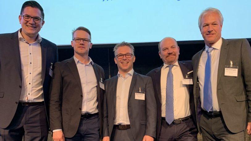 Vertreter von Topac, Mondini und Ribbeck freuen sich über die vereinbarte Kooperation