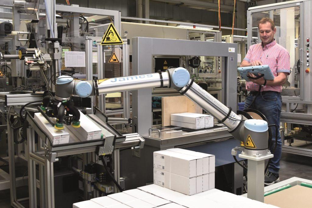 In einer 8-Stunden-Schicht palettiert der UR-Roboter bei Hensel Electric rund 1.200 Verpackungseinheiten. (Bild: Universal Robots)
