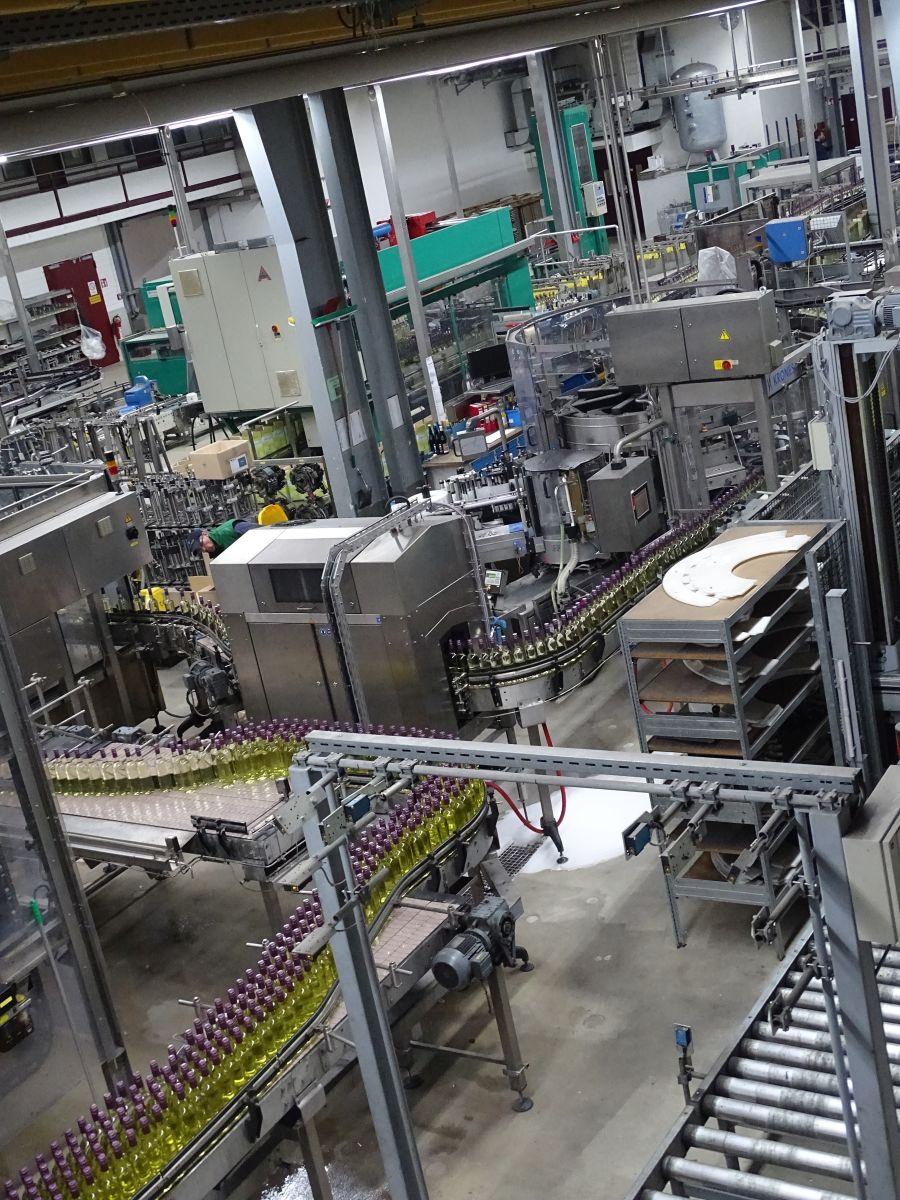 Moderne industrielle Abfüllanlage (Bild: Gerd Knebel)