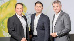 Die neuen Robos-Geschäftsführer Daniel Sugg und Simon Reuter (v.l.) mit Harry Reuter (r.). (Bild: Robos GmbH & Co. KG)
