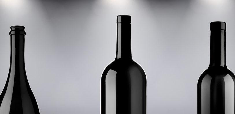 Schwarze Weinflaschen