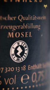 Mit solchen Zapcodes gelingt der Eintritt in die digitale Weinprobe. (Bild: Weingut Leo Fuchs)